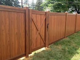 Interstate Tough Cedar Grain Pvc Privacy Fence With Steel Inserts For Extra Strength And Performance With Copper Vinyl Fence Colors Vinyl Fence Backyard Fences