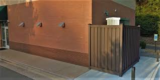 Trex Fencing Fds Fence Distributors On Twitter Trex Fencing In The Woodland Brown Color And Seclusions Style Used As An Enclosure Trexfencing Trexfence Compositefence Construction Greenbuilding Privacyfence Commercialbuilding