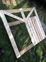how to make a garden gate from pallets