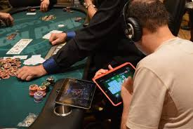Top 10 Differences Between Online Poker and Live Poker ...