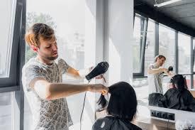 Fase 2, come cambieranno le regole dei parrucchieri e dei centri estetici