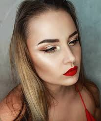 eye makeup looks good with red dress