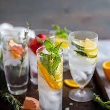 detox cuber lemon water with mint