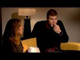 Blake Griffin Looks at Youtube Dunks - YouTube