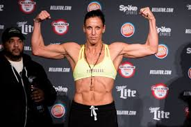 Bellator 189 Results: Julia Budd retains featherweight title with  controversial decision over Arlene Blencowe | Online streaming, Julia,  Streaming