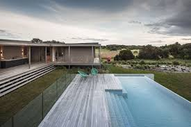 Deck Infinity Pool Foam Road Fingal Residence By Jam Architecture In 2020 Modern Pools Architecture Swimming Pool Designs