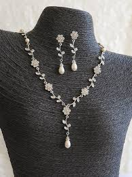 flower and leaf bridal pearl necklace