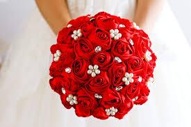 بالصور بوكيهات ورد باللون الأحمر للعروس صحيفة البلاد السعودية