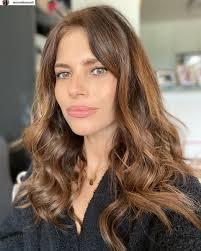 """Weronika Rosati w naturalnej wersji. """"Instagram vs reality"""". Nie ma  makijażu, a córka zepsuła jej fryzurę. Fani zgodni: Real zdecydowanie"""