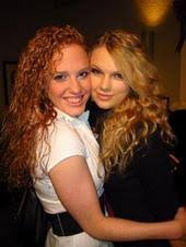 Post a pic of Taylor and her Best Friend Abigail - Taylor rapide ...