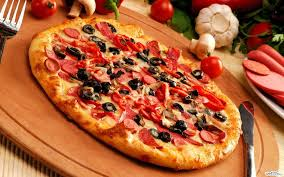 black olive pizza on brown wooden tray