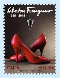 Celebre scarpa Viatica 2, realizzata da Salvatore Ferragamo per Marilyn Monroe negli anni '50. Sull'arco della calzatura un pen… | Scarpe rosse, Scarpe, Francobolli