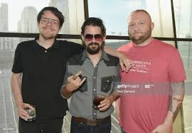 Manager Adam Barnes, Shooter Jennings, and Josh Green attend the... ニュース写真  - Getty Images