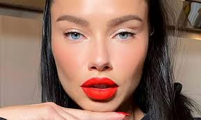 Adriana Lima shares heavily made-up Instagram snap | Daily Mail Online