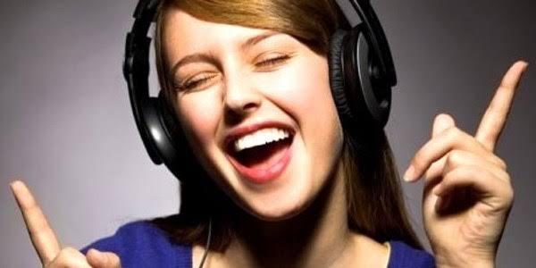 """Müzik dinlerken resim ile ilgili görsel sonucu"""""""