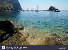 Punta Perciato, Pollara, Salina. Coste rocciose e blu chiaro mare Isole  Eolie arcipelago, Sicilia, Italia Foto stock - Alamy