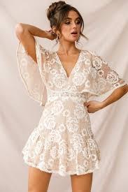 Model dress ini bisa didesain dengan bawahan pada dress batik biasanya brokat hanya digunakan sebagai variasi, seperti pada bagian dada saja. 49 Model Baju Brokat Paling Lengkap Di Indonesia