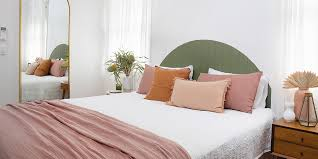 how to paint a headboard on a wall