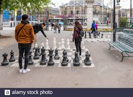 Page 2 - Garden Chess Set High Resolution Stock Photography and Images -  Alamy