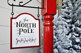 North Pole Stocking Post Sawdust 2 Stitches