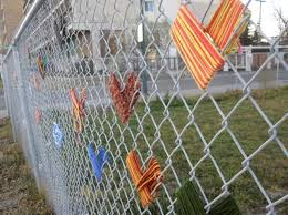 Yarn Hearts On Chain Link Fence Lysa Yoselowitz Maslow How Cute For The End Of Year Show Fence Art Yarn Bombing School Art Projects