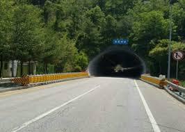 Curve Road Roller Barrier Fence Polyethylene Road Roller Barrier
