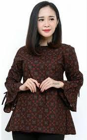 Bagi pengguna hijab batik, model batik gamis terbaru bisa anda gunakan dengan ditambahkan model baju batik wanita untuk kerja saat ini semakin banyak macamnya dan pastinya tidak akan membuat anda bosan. Model Baju Batik Atasan Wanita Kantor Terbaru 2021 Model Baju Terbaru