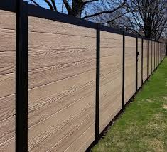 This Style Offers Mixed Materials And Horizontal Boards That Pairs Activeyards Patented Glidelock Vinyl Boards Wi Privacy Landscaping Fence Styles Vinyl Fence