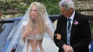 أسوء فساتين زفاف في العالم Youtube