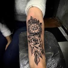 Pin De M N Em 1 Tatuagem Relogio Com Rosas Tatuagens Aleatorias
