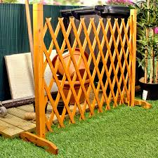 Expanding Fence Garden Screen Trellis Style Expands To 6 2 Freestanding Wood Amazon Co Uk Garden Outdoors