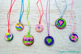 necklace craft from plastic lids