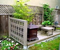 Garden Privacy Screen Made From Natural Materials Of Wood Bamboo Plants Interior Design Ideas Ofdesign