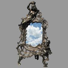 picture frame with queen cherub
