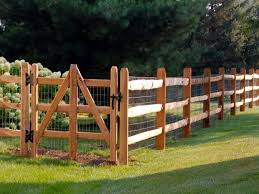 Three Rail Split Rail W Wire Mesh Wood Fence Farm Fence Backyard Fences