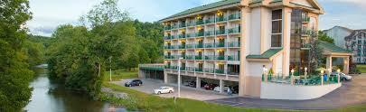 hotel pigeon forge tn pigeon river inn