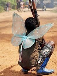 أشياء غريبة يلبسها المقاتلين الأفارقة شبكة ابو نواف