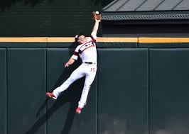 WATCH: Adam Engel crashes into wall after making spectacular catch