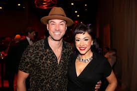 Livestream fundraiser to help Chicago theater artists will star Diana  DeGarmo and Ace Young - Chicago Tribune