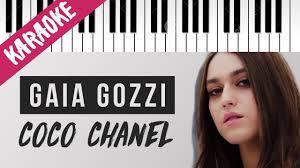 Gaia Gozzi | Coco Chanel | AMICI 19 // Piano Karaoke con Testo ...