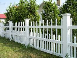 Semi Private Vinyl Fence Cost Per Foot No Maintenance White Vinyl Fence Vinyl White Fence Backyard Fences Fence Landscaping Fence Design