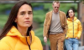 Jennifer Connelly and Paul Bettany walk together in New York City ...