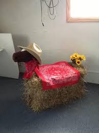 Vbs Decoration Using Hay Bale Fiesta Tema Granja Fiestas De