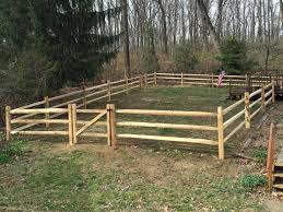 3 Rail Hemlock Split Rail Fence With Locust Posts And Vinyl Coated Weld Wire Fence Styles Fence Fencing Companies