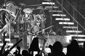 kiss rocks the cow palace in 1977