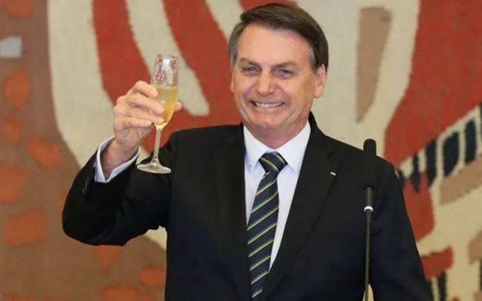 """Resultado de imagem para Em mensagem de Natal, Bolsonaro diz que ano acaba 'sem denúncia de corrupção'"""""""