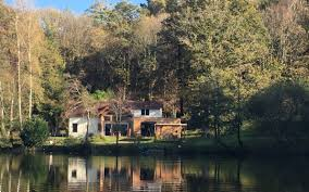 maison au bord de l eau à thouron