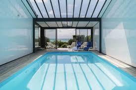villa vue mer piscine intérieure