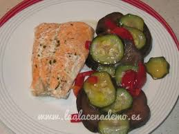 salmón con verduras thermomix la