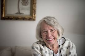 Liz Smith, Longtime Queen of Tabloid Gossip Columns, Dies at 94 - The New  York Times